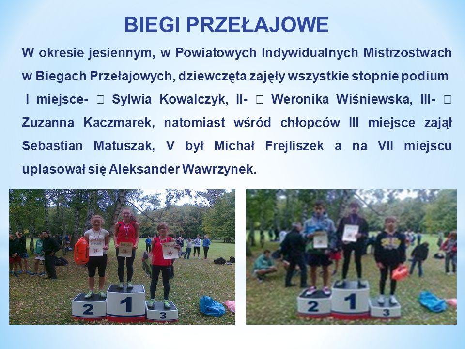 BIEGI PRZEŁAJOWE W okresie jesiennym, w Powiatowych Indywidualnych Mistrzostwach w Biegach Przełajowych, dziewczęta zajęły wszystkie stopnie podium.