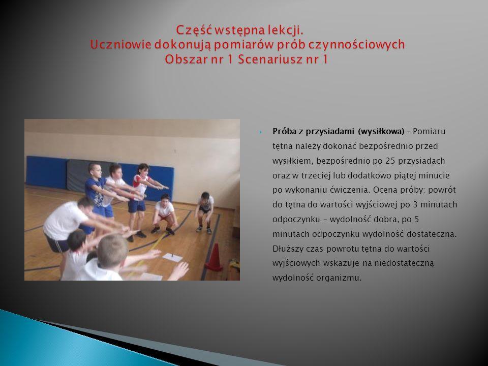 Część wstępna lekcji. Uczniowie dokonują pomiarów prób czynnościowych