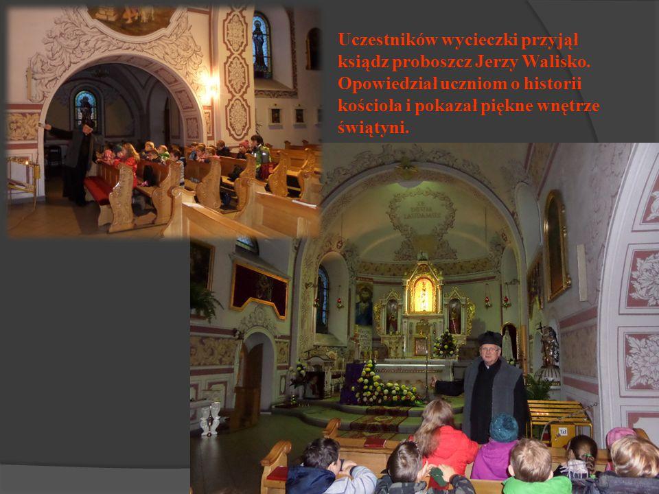 Uczestników wycieczki przyjął ksiądz proboszcz Jerzy Walisko