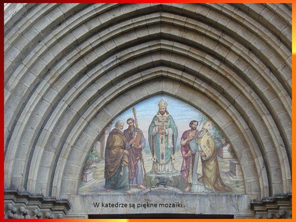 W katedrze są piękne mozaiki .