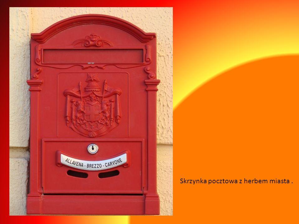 Skrzynka pocztowa z herbem miasta .