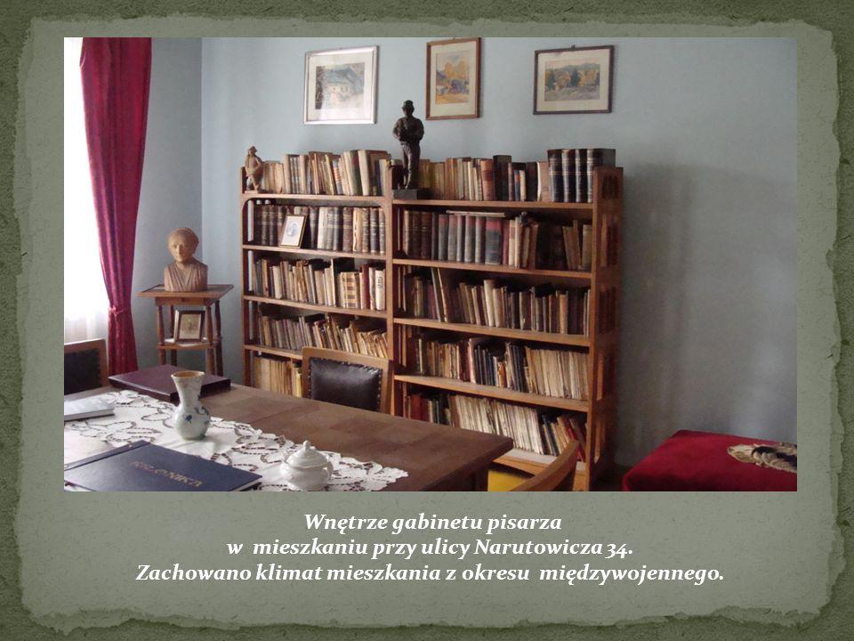 Wnętrze gabinetu pisarza w mieszkaniu przy ulicy Narutowicza 34.