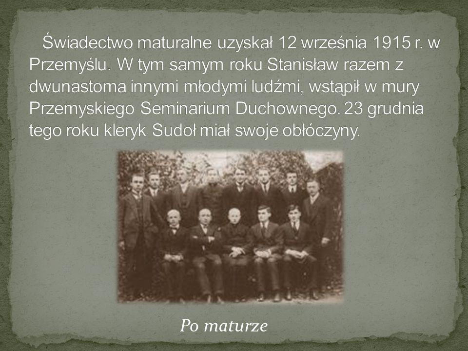 Świadectwo maturalne uzyskał 12 września 1915 r. w Przemyślu
