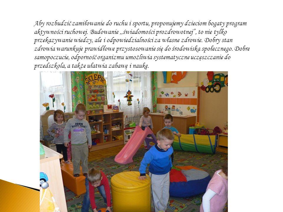 Aby rozbudzić zamiłowanie do ruchu i sportu, proponujemy dzieciom bogaty program aktywności ruchowej.
