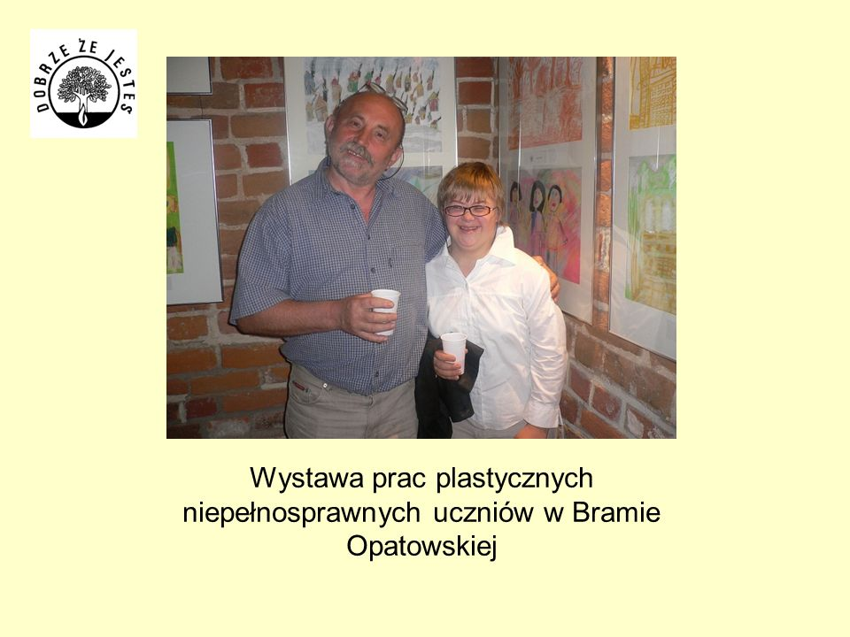 Wystawa prac plastycznych niepełnosprawnych uczniów w Bramie Opatowskiej