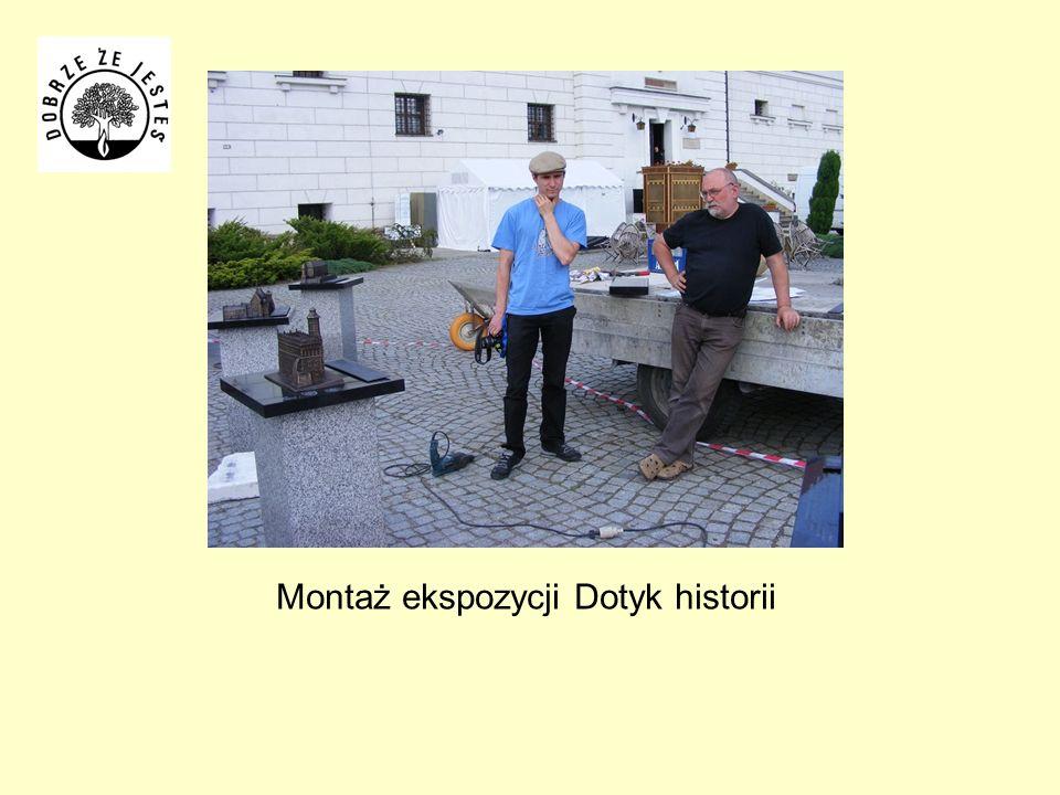 Montaż ekspozycji Dotyk historii