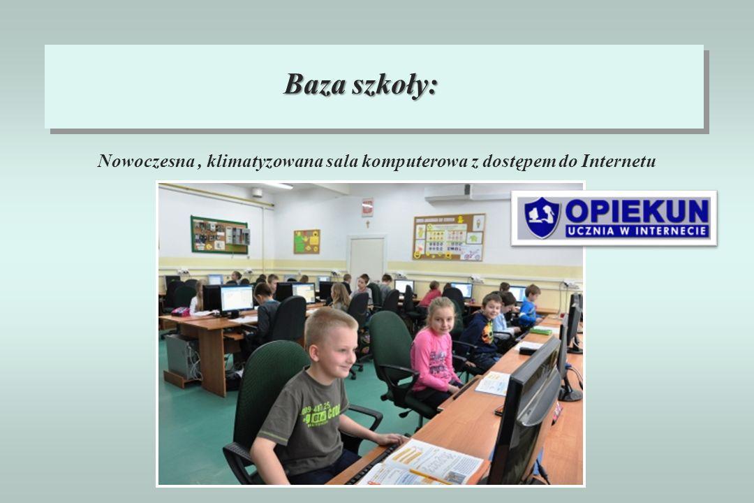 Nowoczesna , klimatyzowana sala komputerowa z dostępem do Internetu