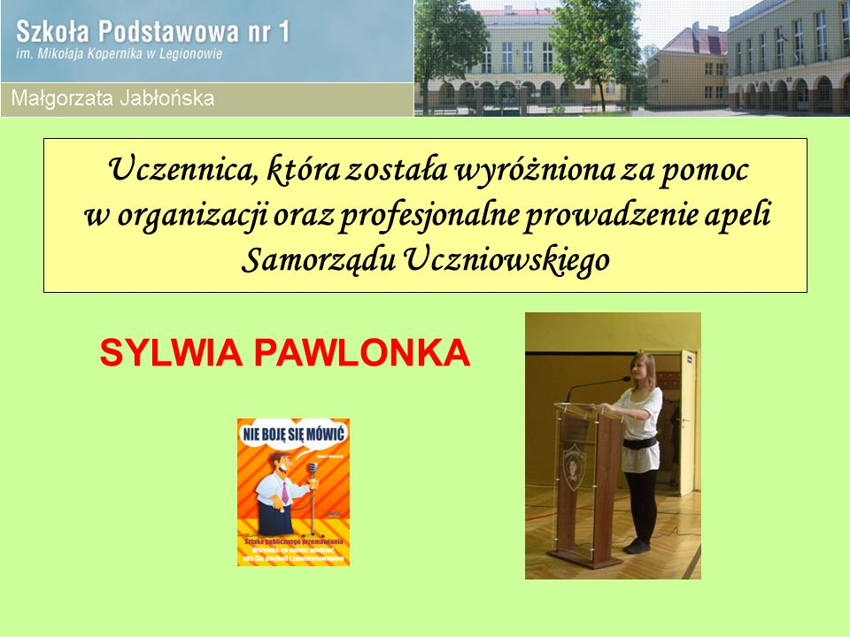 Uczennica, która została wyróżniona za pomoc w organizacji oraz profesjonalne prowadzenie apeli Samorządu Uczniowskiego