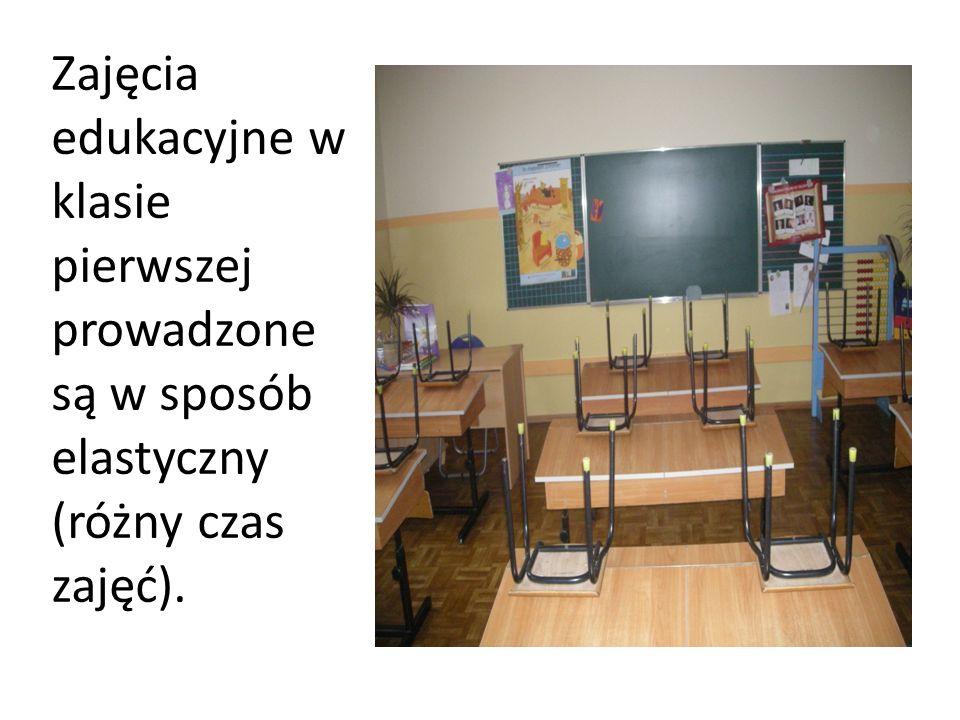 Zajęcia edukacyjne w klasie pierwszej prowadzone są w sposób elastyczny (różny czas zajęć).