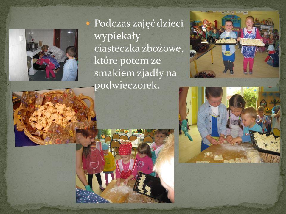 Podczas zajęć dzieci wypiekały ciasteczka zbożowe, które potem ze smakiem zjadły na podwieczorek.
