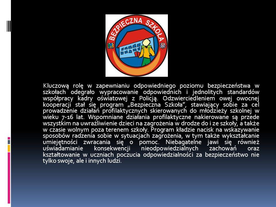 Kluczową rolę w zapewnianiu odpowiedniego poziomu bezpieczeństwa w szkołach odegrało wypracowanie odpowiednich i jednolitych standardów współpracy kadry oświatowej z Policją.