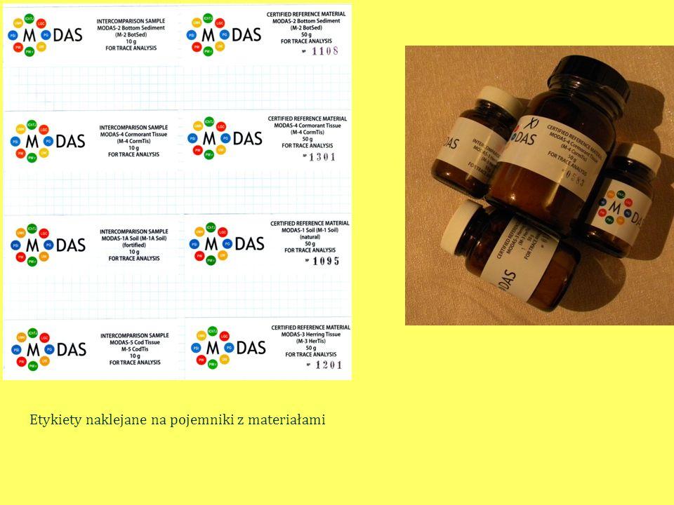 Etykiety naklejane na pojemniki z materiałami