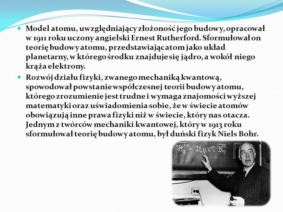Model atomu, uwzględniający złożoność jego budowy, opracował w 1911 roku uczony angielski Ernest Rutherford. Sformułował on teorię budowy atomu, przedstawiając atom jako układ planetarny, w którego środku znajduje się jądro, a wokół niego krąża elektrony.