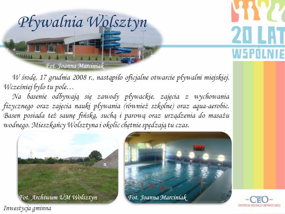 Pływalnia Wolsztyn Fot. Joanna Marciniak. W środę, 17 grudnia 2008 r., nastąpiło oficjalne otwarcie pływalni miejskiej. Wcześniej było tu pole…