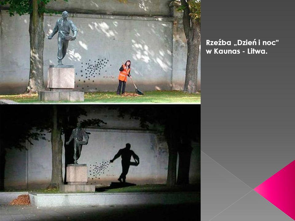"""Rzeźba """"Dzień i noc w Kaunas - Litwa."""