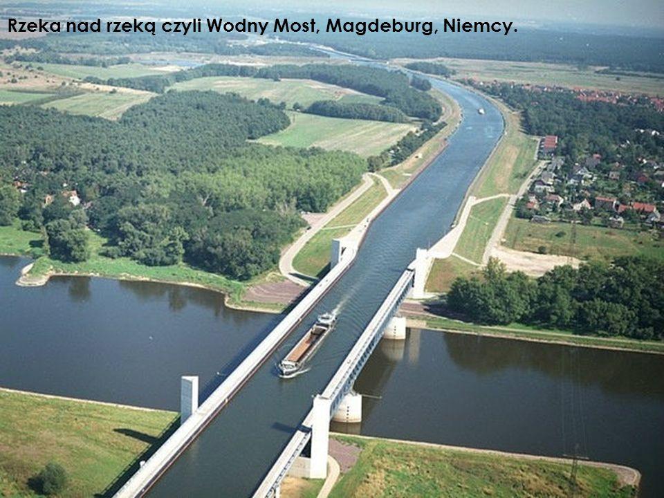 Rzeka nad rzeką czyli Wodny Most, Magdeburg, Niemcy.