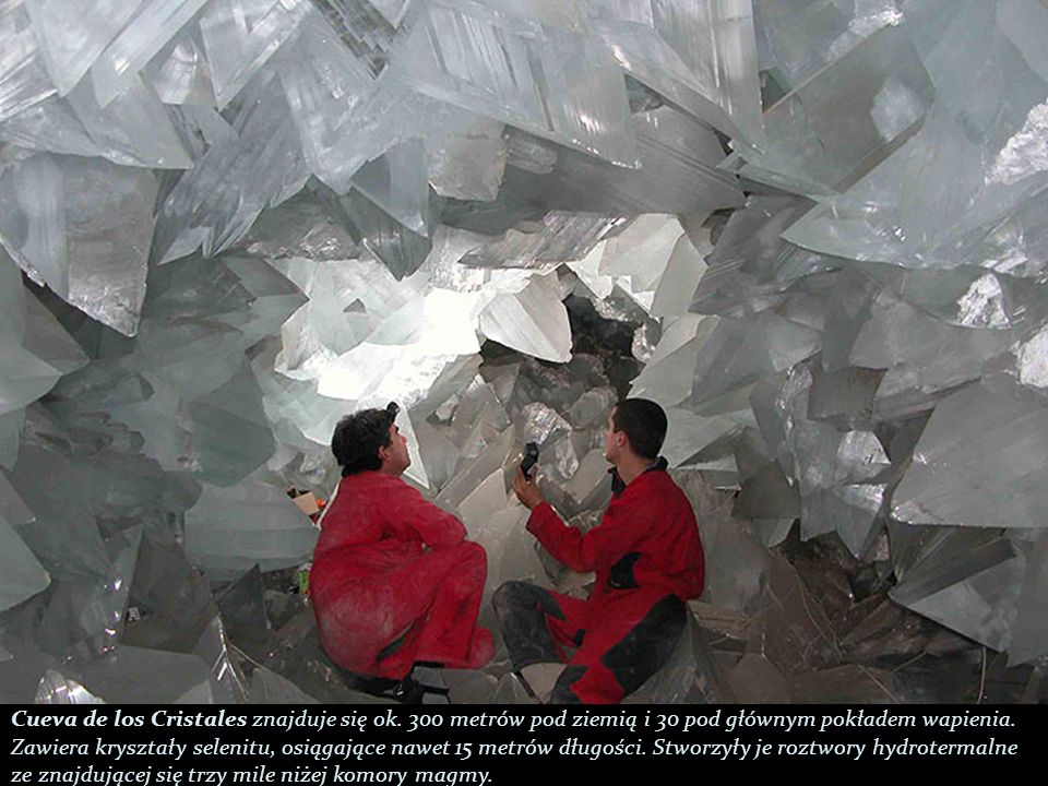 Cueva de los Cristales znajduje się ok