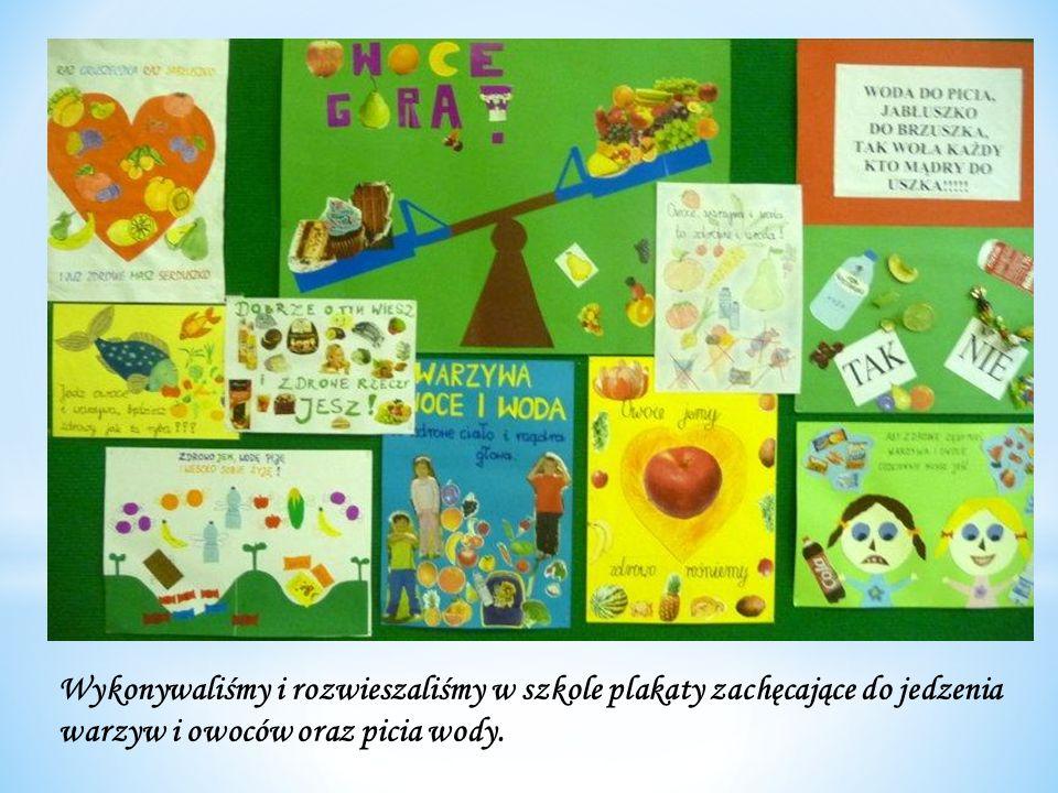 Wykonywaliśmy i rozwieszaliśmy w szkole plakaty zachęcające do jedzenia warzyw i owoców oraz picia wody.