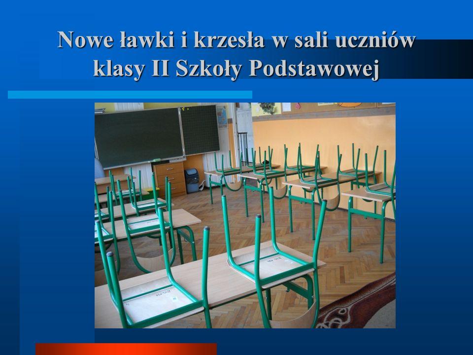 Nowe ławki i krzesła w sali uczniów klasy II Szkoły Podstawowej