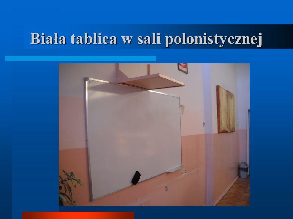 Biała tablica w sali polonistycznej