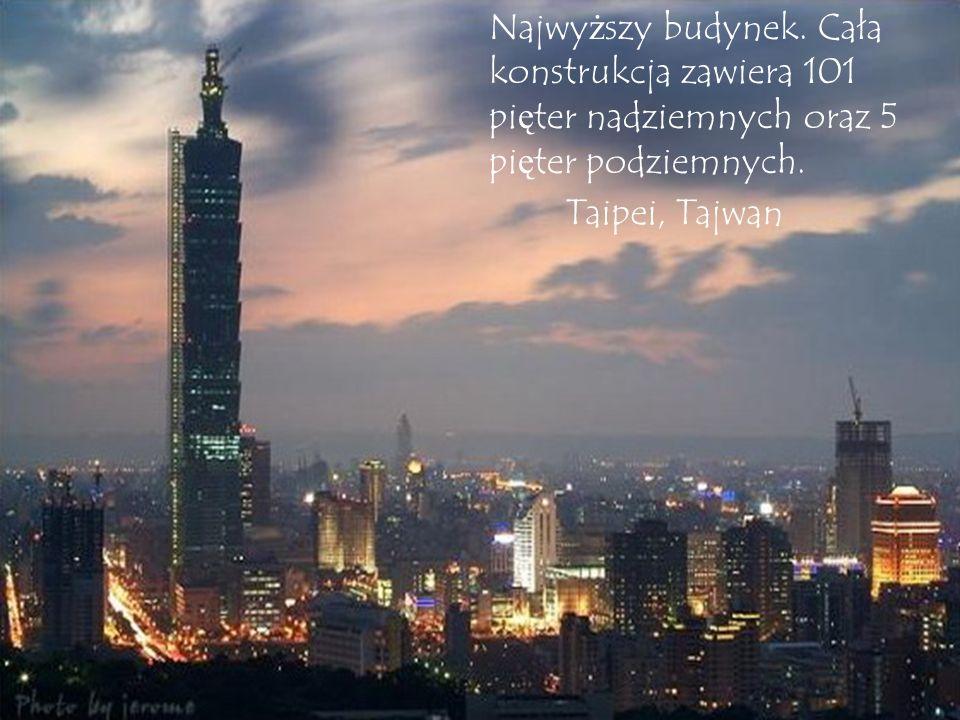 Najwyższy budynek. Cała konstrukcja zawiera 101 pięter nadziemnych oraz 5 pięter podziemnych.