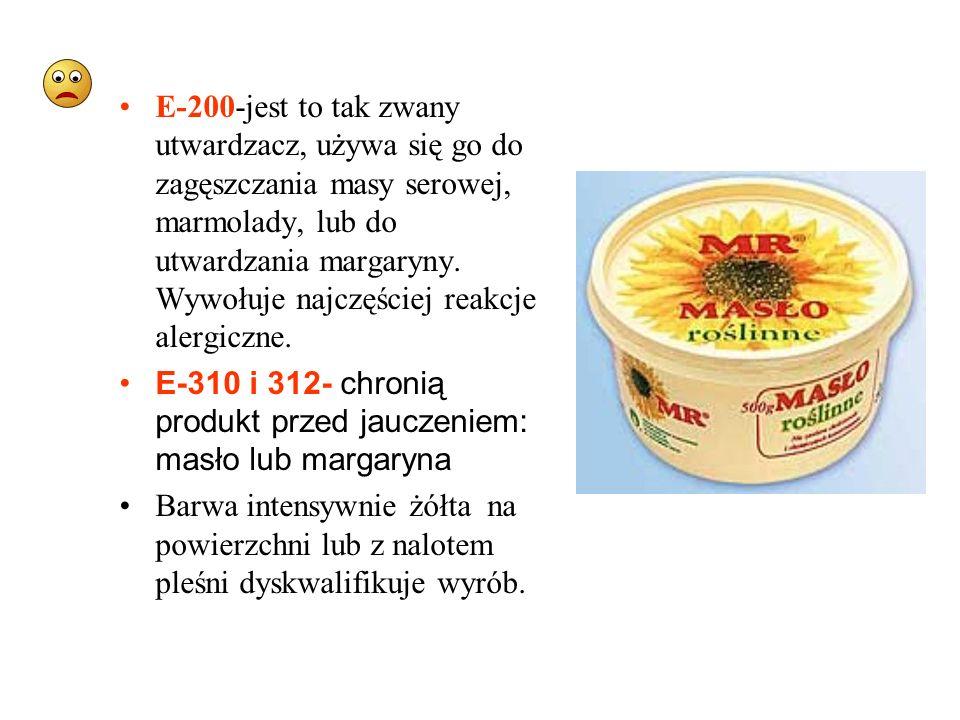 E-200-jest to tak zwany utwardzacz, używa się go do zagęszczania masy serowej, marmolady, lub do utwardzania margaryny. Wywołuje najczęściej reakcje alergiczne.