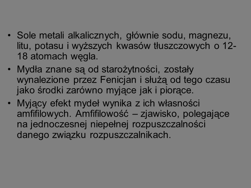 Sole metali alkalicznych, głównie sodu, magnezu, litu, potasu i wyższych kwasów tłuszczowych o 12-18 atomach węgla.