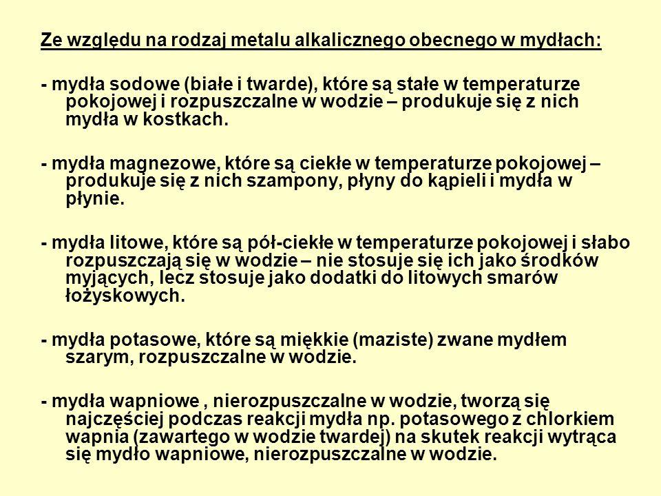 Ze względu na rodzaj metalu alkalicznego obecnego w mydłach: