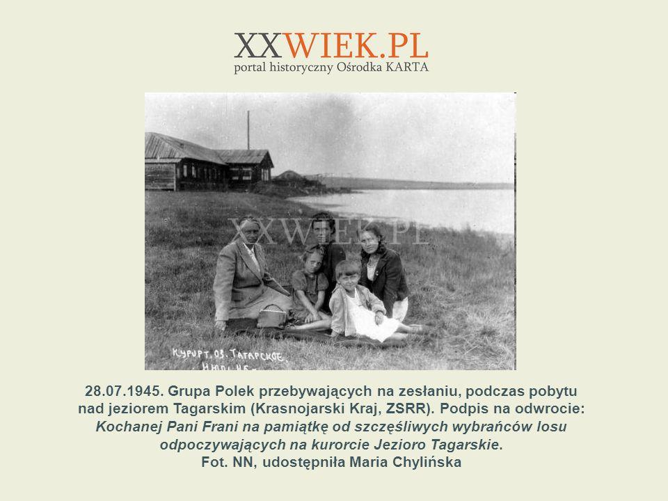 28.07.1945. Grupa Polek przebywających na zesłaniu, podczas pobytu
