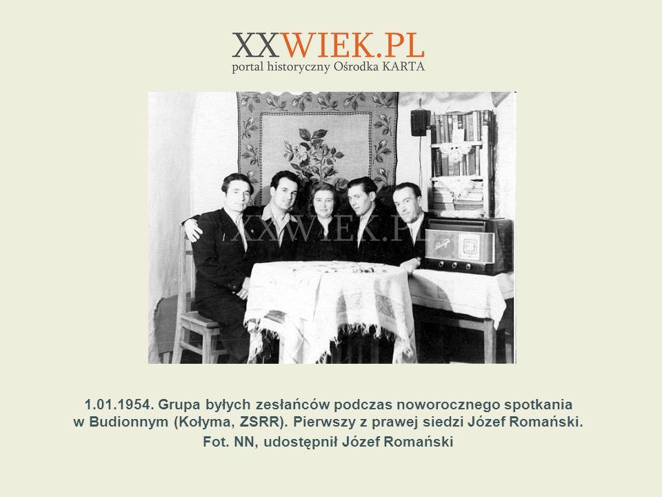 1.01.1954. Grupa byłych zesłańców podczas noworocznego spotkania