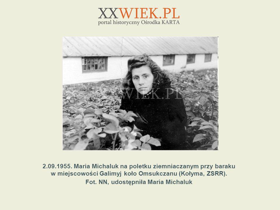 2.09.1955. Maria Michaluk na poletku ziemniaczanym przy baraku