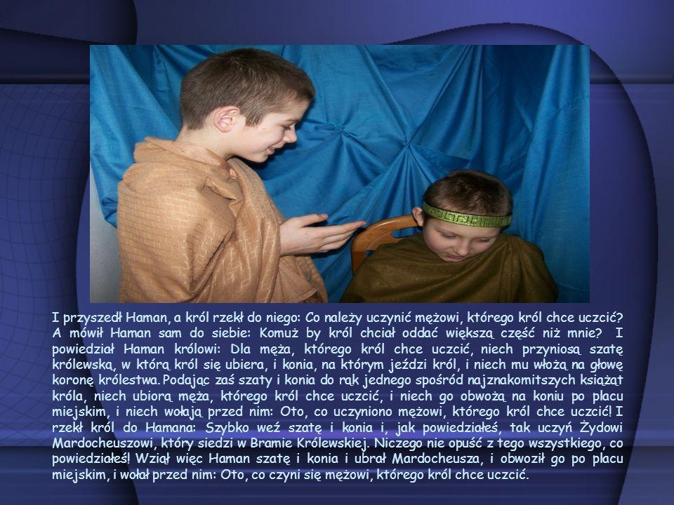 I przyszedł Haman, a król rzekł do niego: Co należy uczynić mężowi, którego król chce uczcić.
