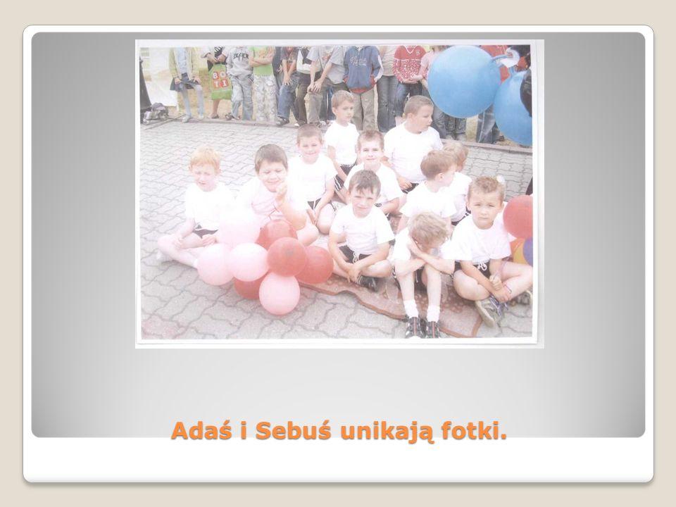 Adaś i Sebuś unikają fotki.