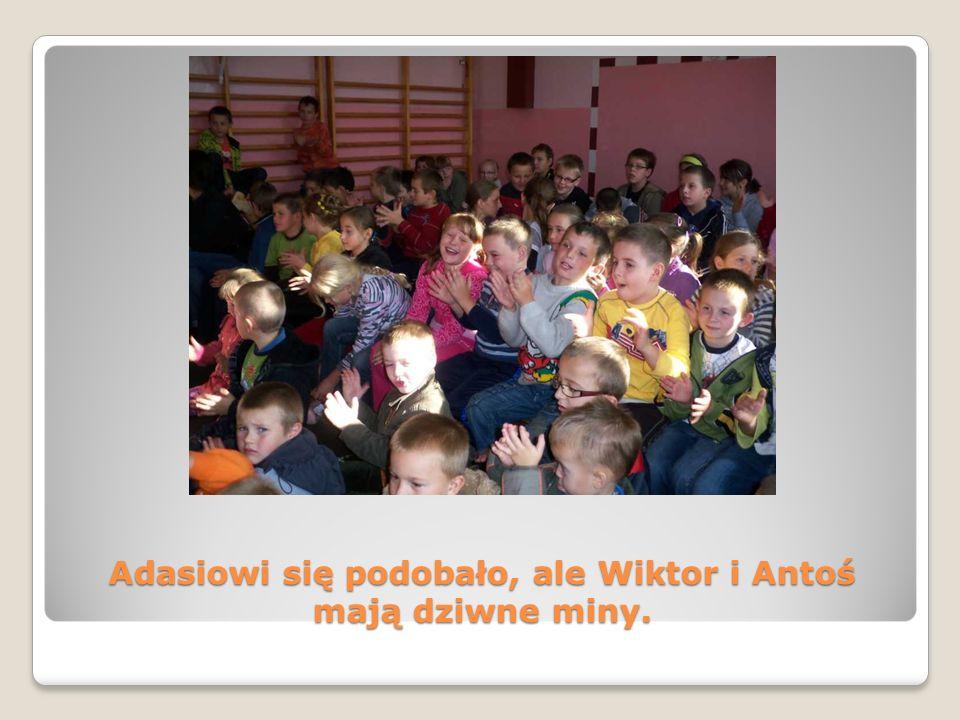 Adasiowi się podobało, ale Wiktor i Antoś mają dziwne miny.