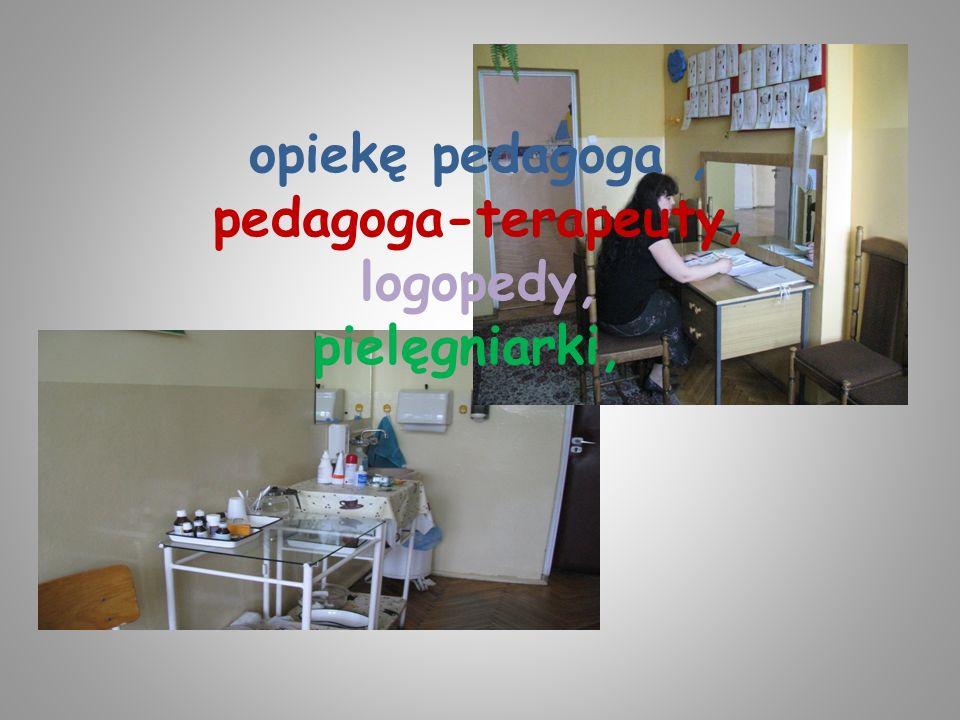 opiekę pedagoga , pedagoga-terapeuty, logopedy, pielęgniarki,