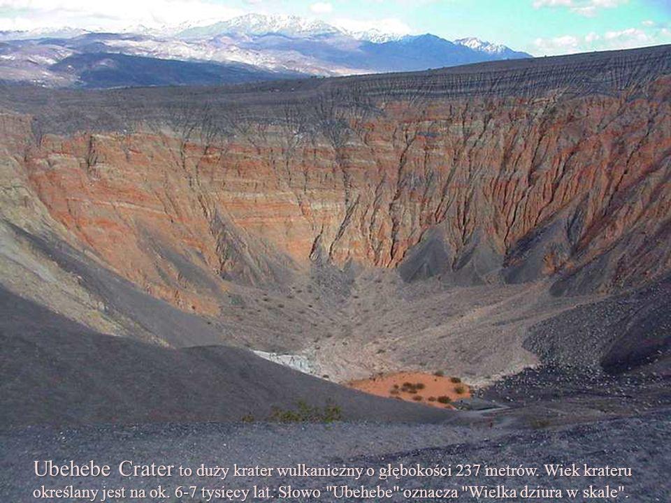 Ubehebe Crater to duży krater wulkaniczny o głębokości 237 metrów