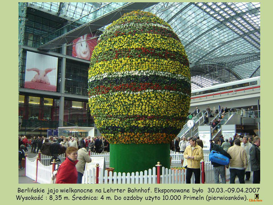 Berlińskie jajo wielkanocne na Lehrter Bahnhof.