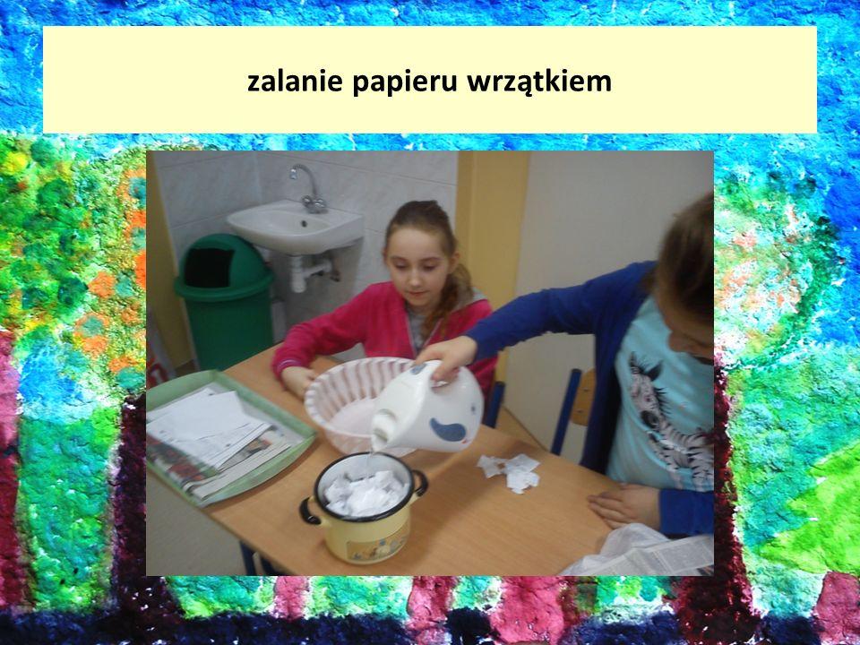zalanie papieru wrzątkiem