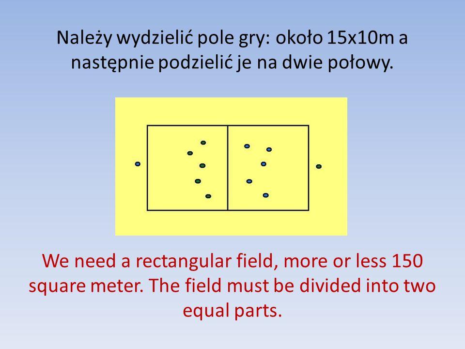 Należy wydzielić pole gry: około 15x10m a następnie podzielić je na dwie połowy.
