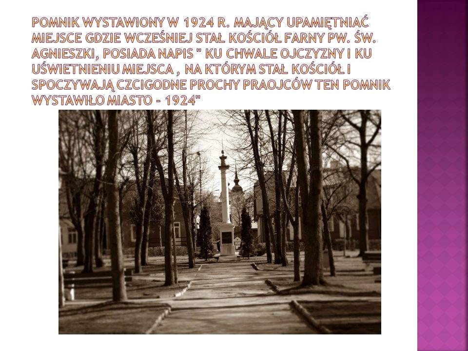 Pomnik wystawiony w 1924 r. mający upamiętniać miejsce gdzie wcześniej stał kościół farny pw.