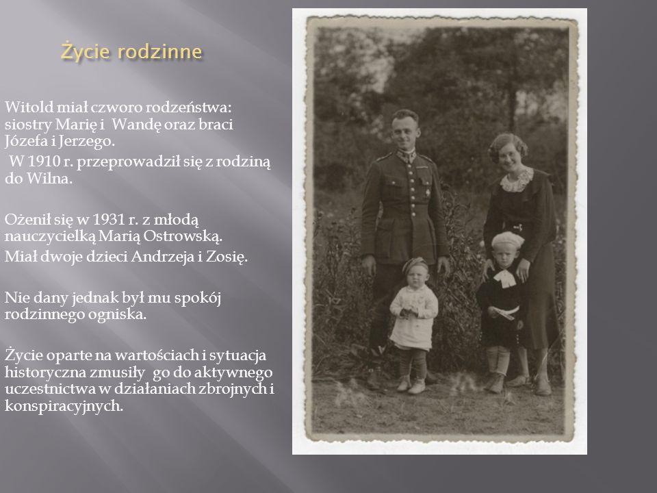 Życie rodzinne Witold miał czworo rodzeństwa: siostry Marię i Wandę oraz braci Józefa i Jerzego. W 1910 r. przeprowadził się z rodziną do Wilna.