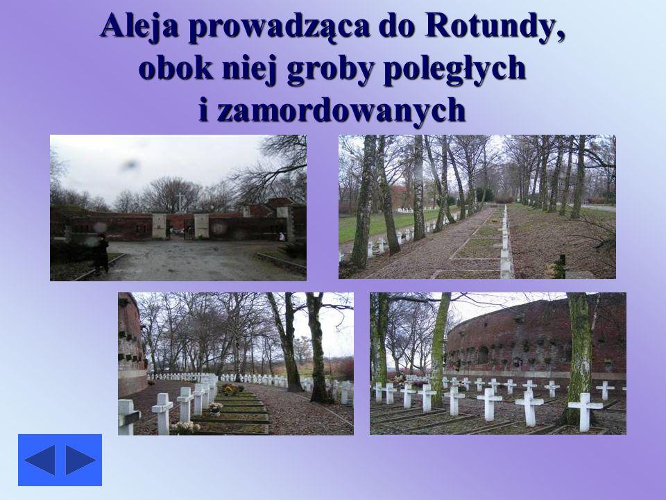 Aleja prowadząca do Rotundy, obok niej groby poległych i zamordowanych