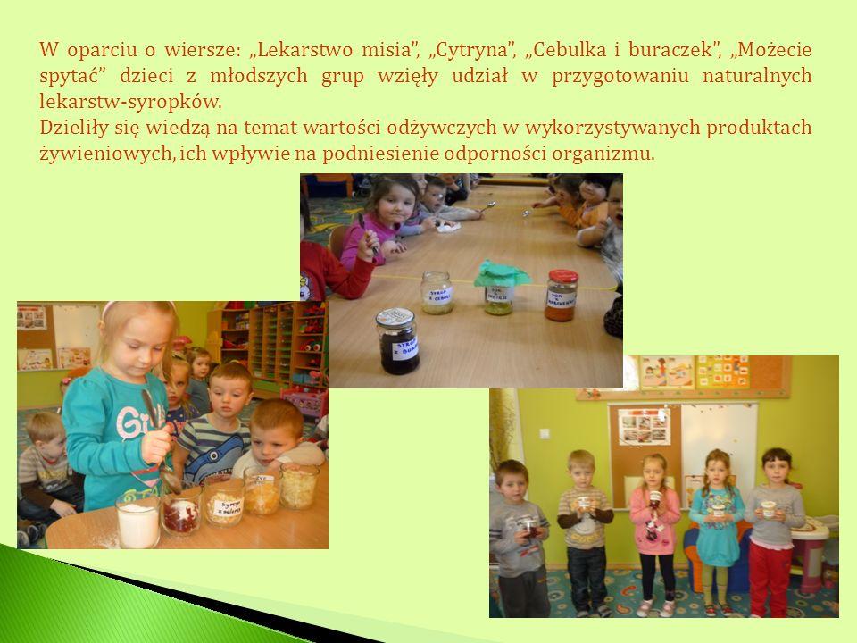 """W oparciu o wiersze: """"Lekarstwo misia , """"Cytryna , """"Cebulka i buraczek , """"Możecie spytać dzieci z młodszych grup wzięły udział w przygotowaniu naturalnych lekarstw-syropków."""