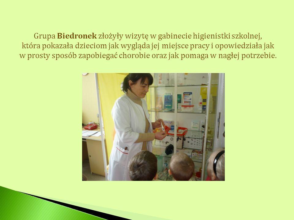 Grupa Biedronek złożyły wizytę w gabinecie higienistki szkolnej,