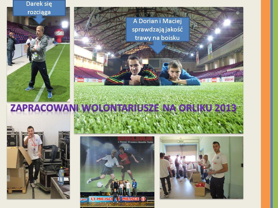 Zapracowani wolontariusze na Orliku 2013