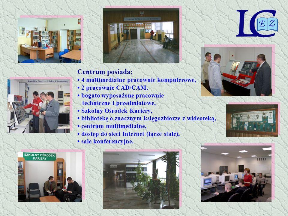 Centrum posiada: • 4 multimedialne pracownie komputerowe,