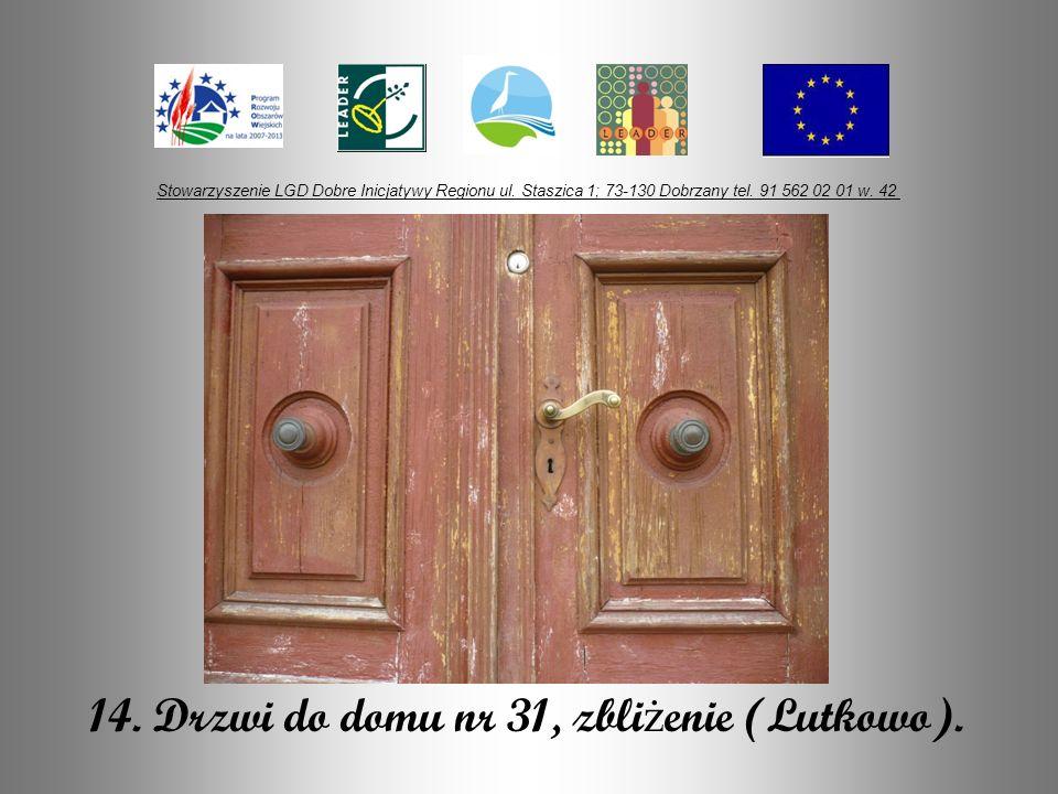 14. Drzwi do domu nr 31, zbliżenie (Lutkowo).