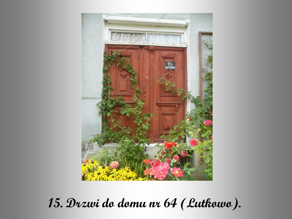15. Drzwi do domu nr 64 (Lutkowo).
