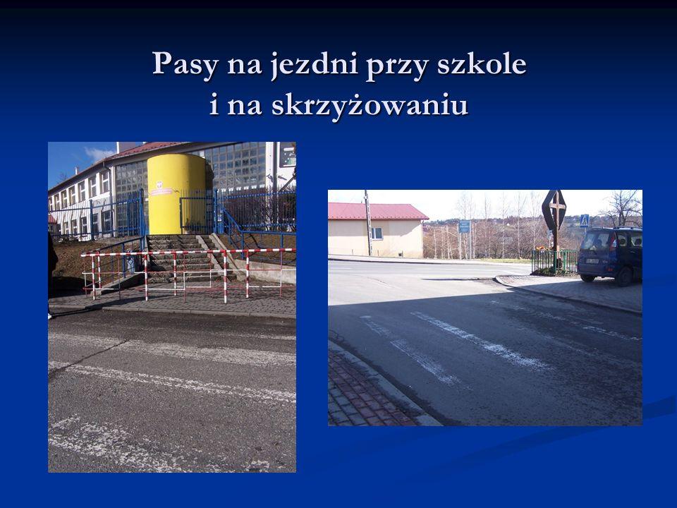 Pasy na jezdni przy szkole i na skrzyżowaniu