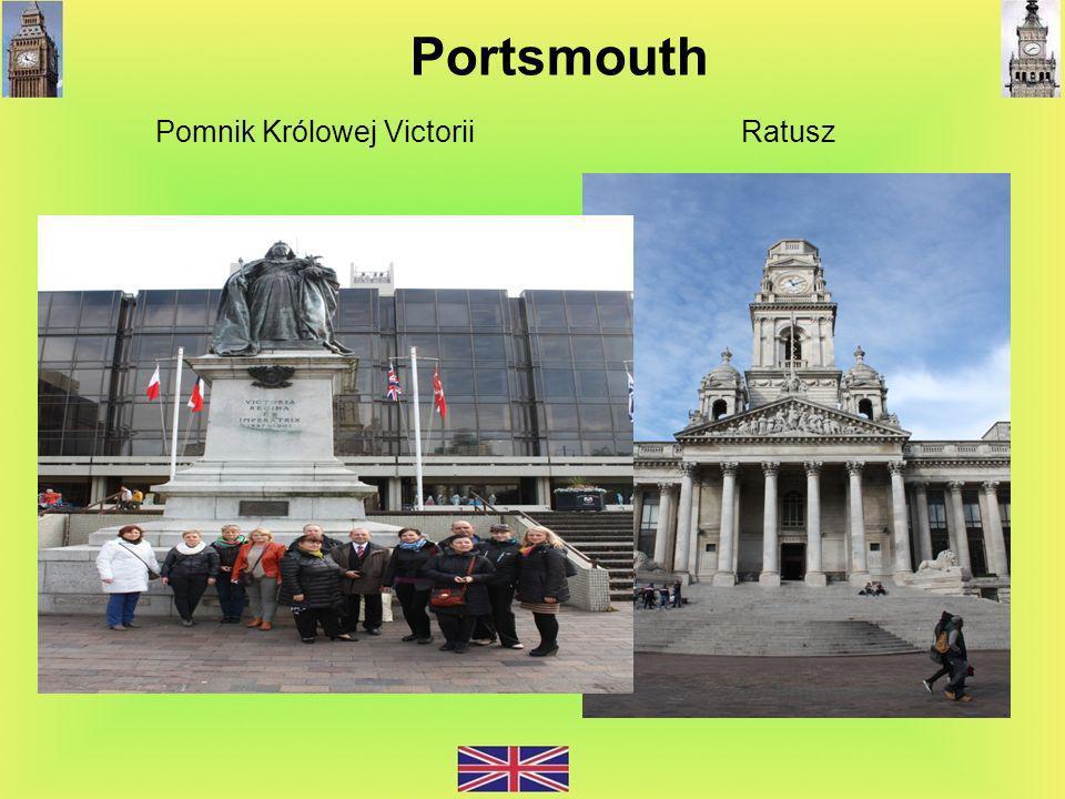 Pomnik Królowej Victorii Ratusz